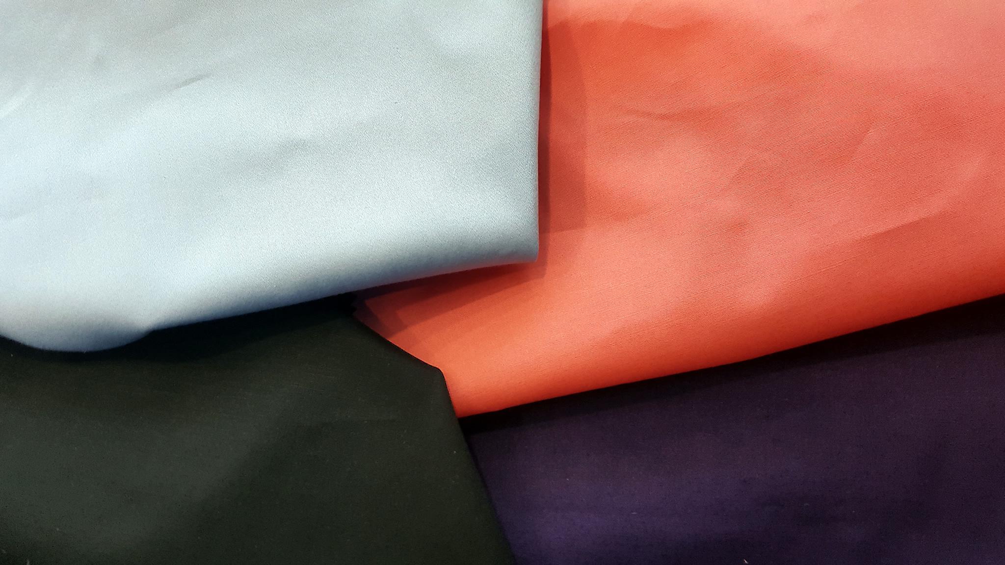Düz boya pamuk-elastan kumaşlarımız